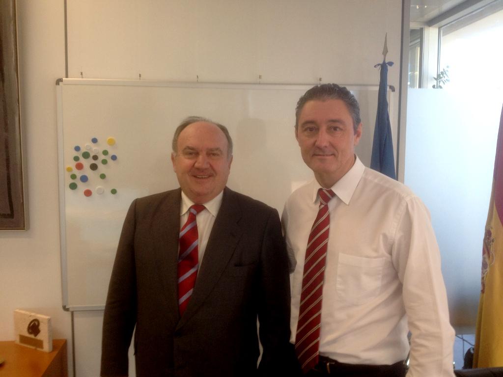 Reunión del presidente de FEPEVAL Santiago Salvador con el Secretario Autonómico de Industria José Monzonís.