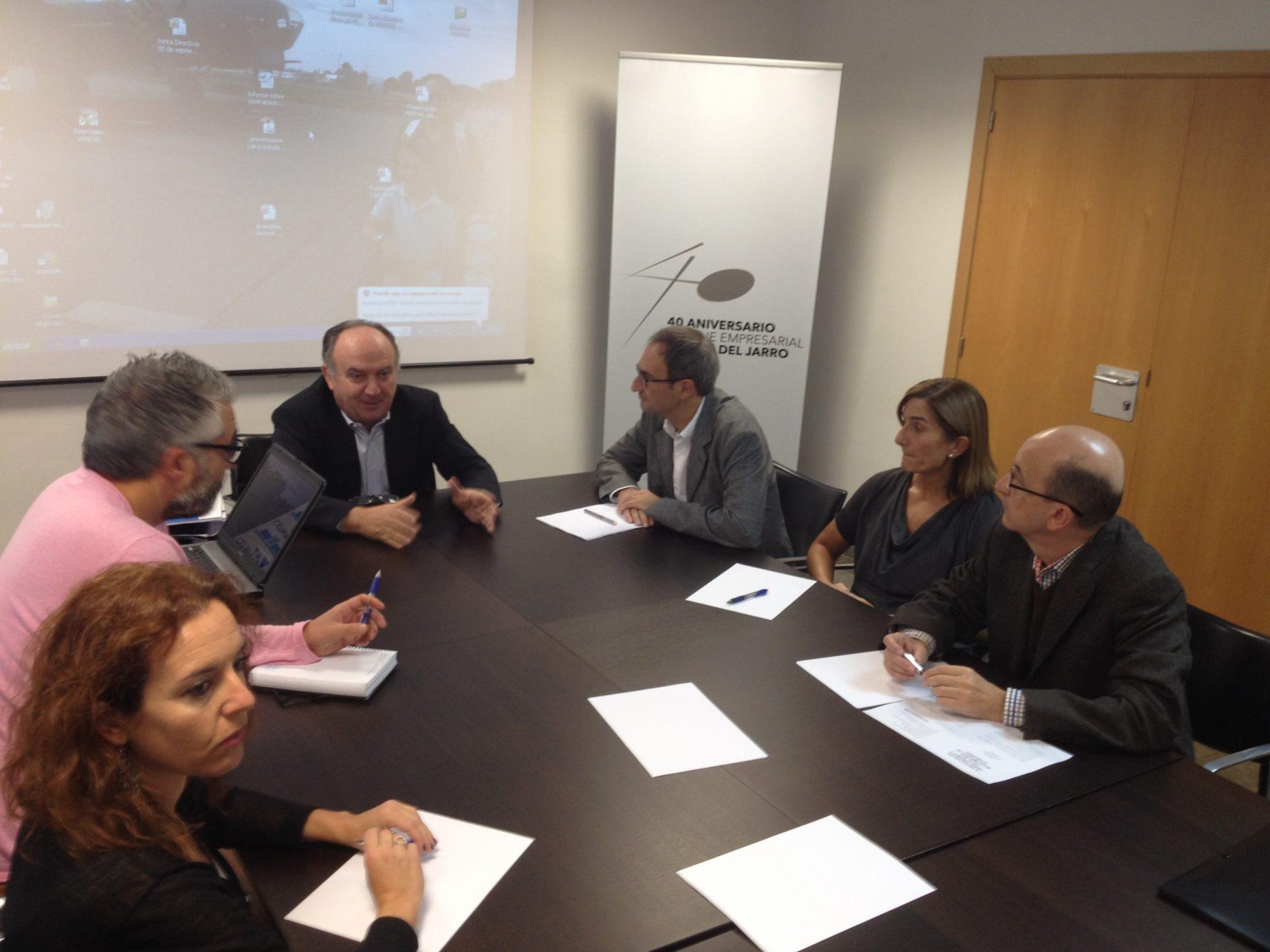 Reunión con el eurodiputado de Compromís Jordi Sebastiá; se ofrece como interlocutor de los polígonos industriales en Europa