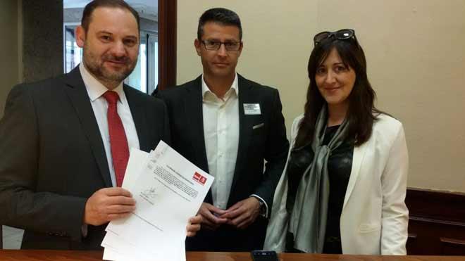El PSOE pide al Gobierno un estudio para construir un apeadero en el polígono Juan Carlos I de Almussafes.