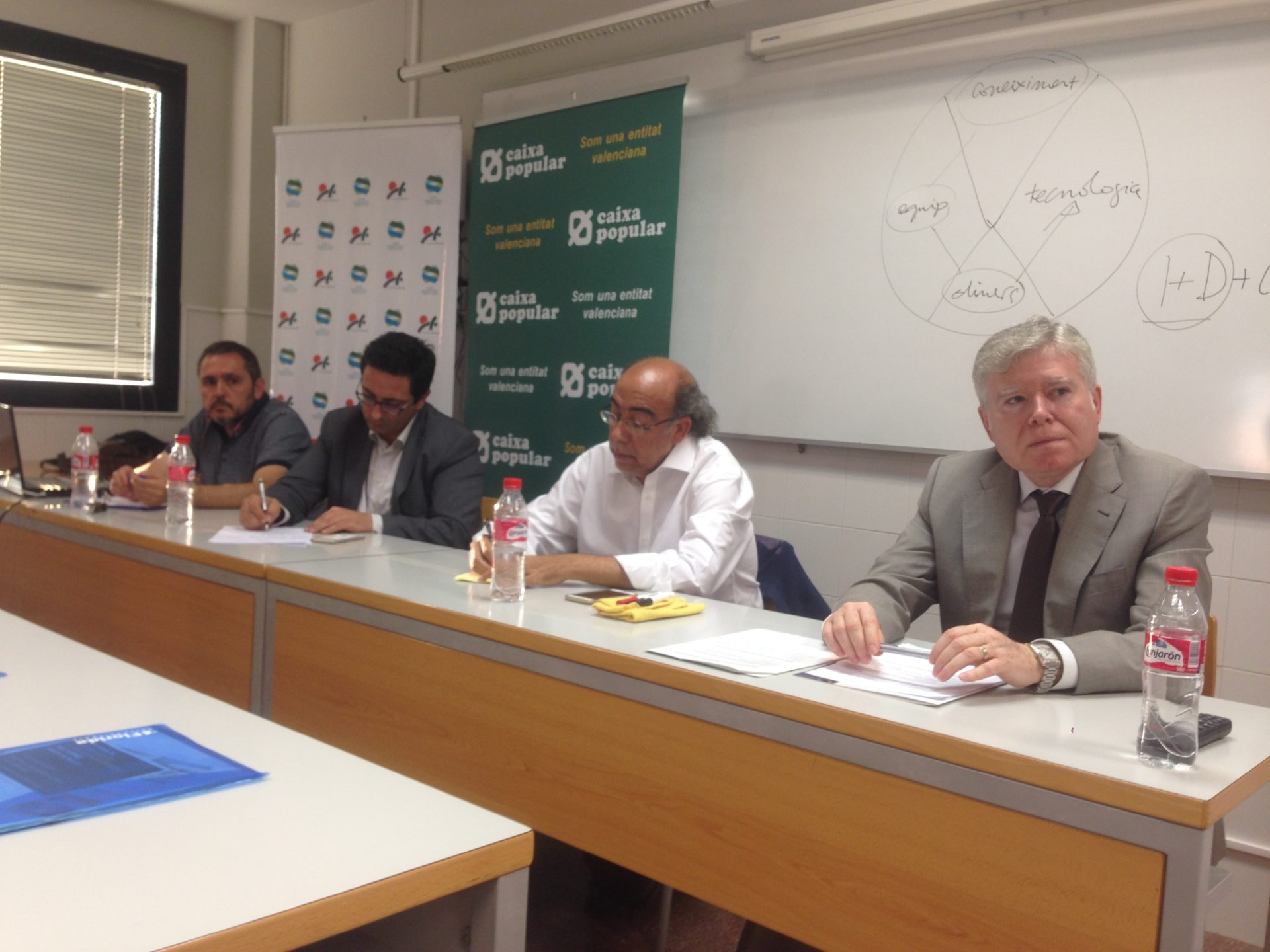 Los empresarios de la comarca de l'Horta Sud ponen a debate la Innovación, el empleo y la renta ciudadana