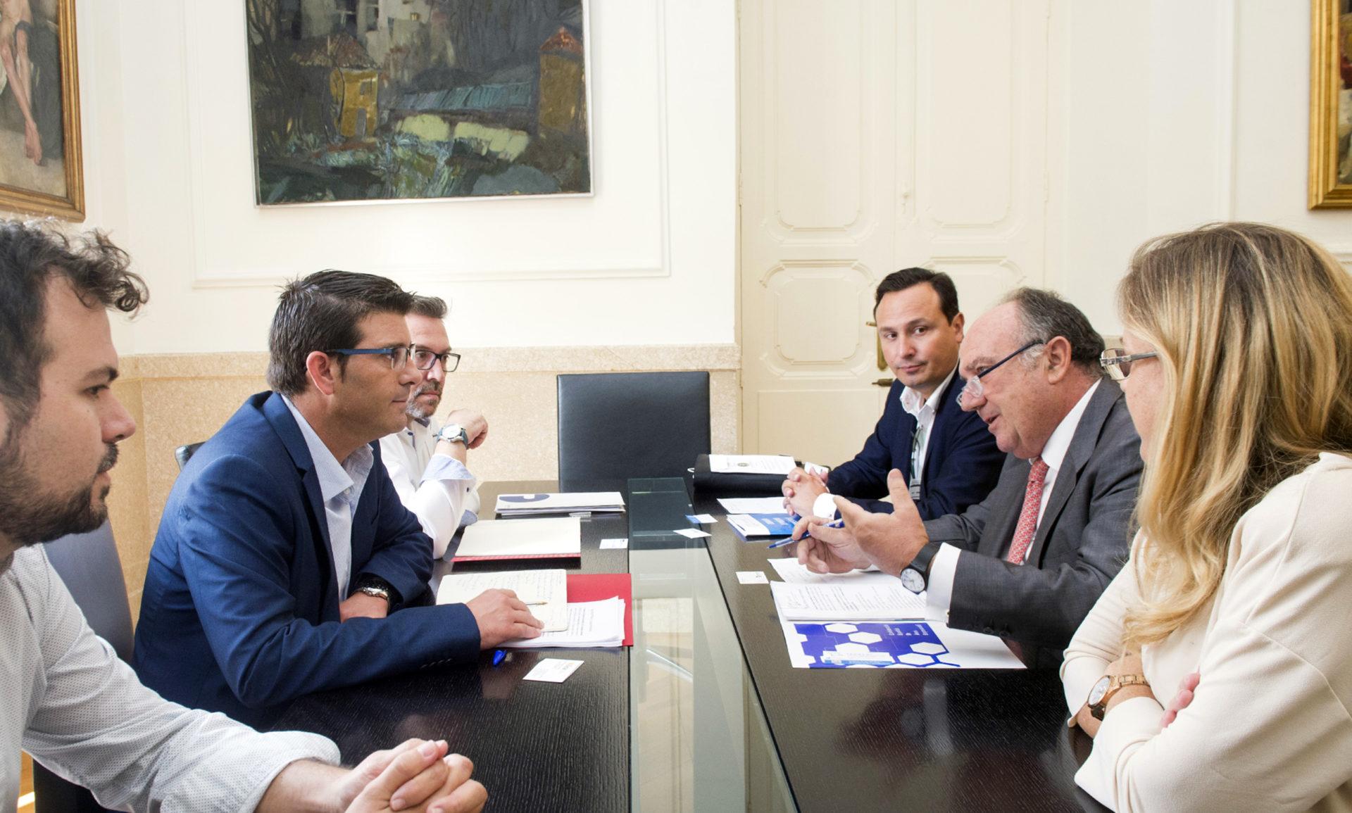 FEPEVAL se reúne con el President de la Diputació de València para la mejora de la gestión de las áreas empresariales.