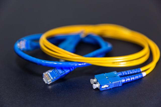 Ingenieros, polígonos y Generalitat unen fuerzas para impulsar las redes de banda ancha en áreas empresariales