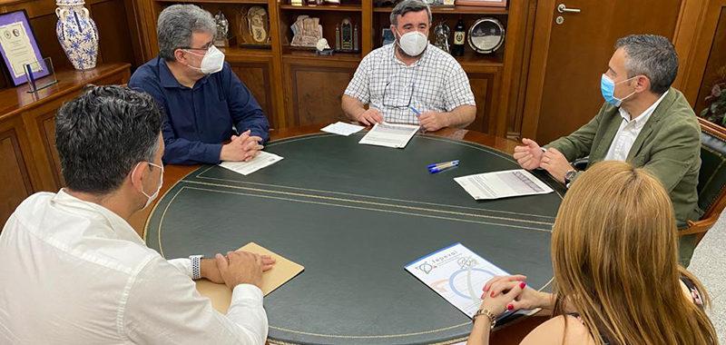 Fepeval y el Ayuntamiento de Crevillent firman un convenio de colaboración para el impulso de las áreas empresariales