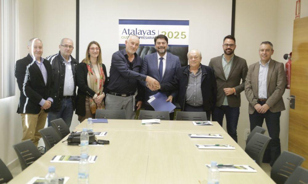 L'alcalde d'Alacant, Luis Barcala visita el parc empresarial Las Atalayas
