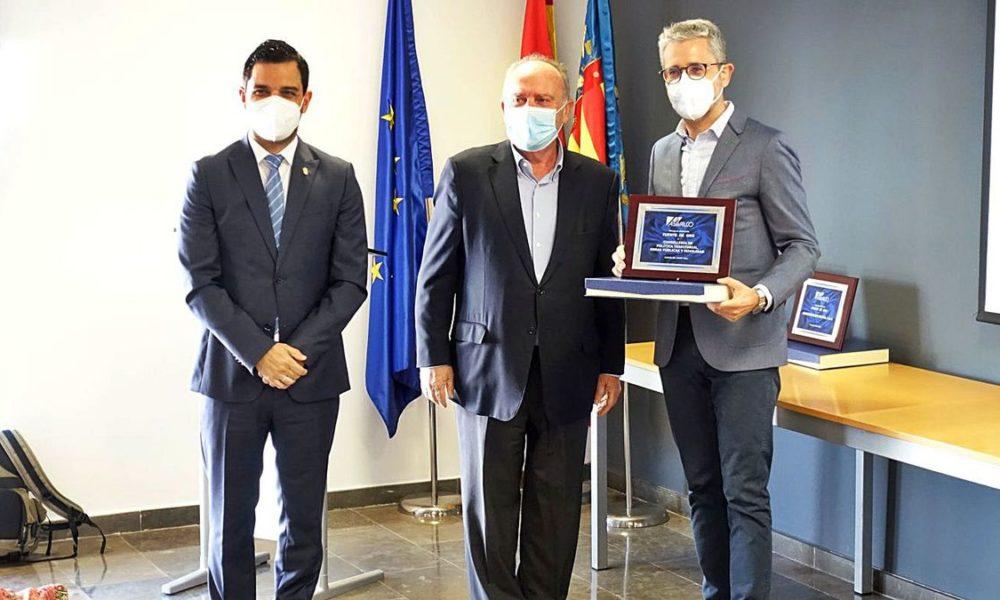 Asivalco premia al conseller Arcadi España pel bus llançadora als polígons